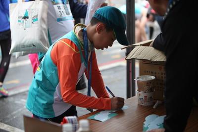 新竹馬拉松跑者 捐晶片募17萬元