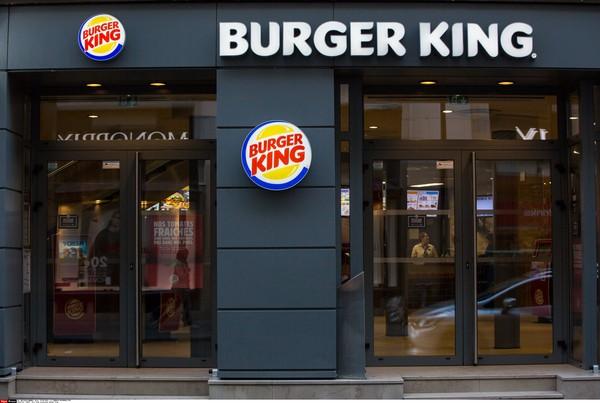 ▲▼男子被鎖廁所內1小時,漢堡王賠他終生免費用餐。(示意圖/達志影像/美聯社)