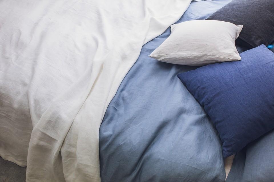 ▲▼床,棉被,枕頭,睡眠,毯子。(圖/翻攝自pixabay)