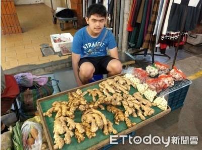 市場小巨人陳佑安 賣菜報答爺奶