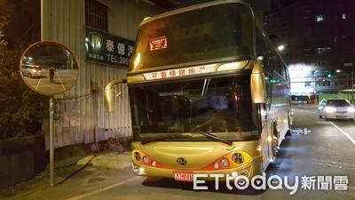 拉K男闖攔檢撞公車 勇警攔停壓制