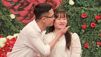 27歲男和媽媽同床共眠!他大方說出緣由,女友聽完點頭答應嫁了