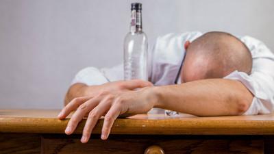 睡前酒助眠效果只有7天「還有憂鬱風險」 小心變酗酒前奏