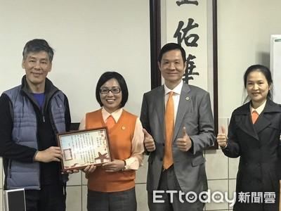 台灣房屋超業楊佩蓉 捐交通車助身障醫療
