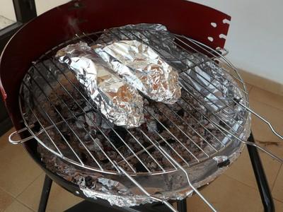 烤肉包鋁箔紙「霧面朝外」較快熟? 專家無言祭正解