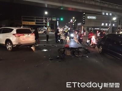 車路口搶快 騎士遭左轉休旅車輾斃