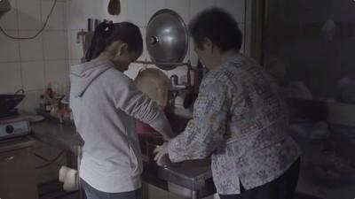 78歲嬤靠補助養2孫女 486先生:我來養