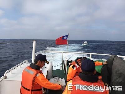 海釣船舶失去動力 海巡接力救援