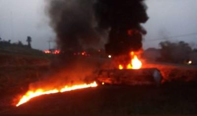 油罐車翻覆!民眾搶撈油...下秒爆炸60人燒成灰燼