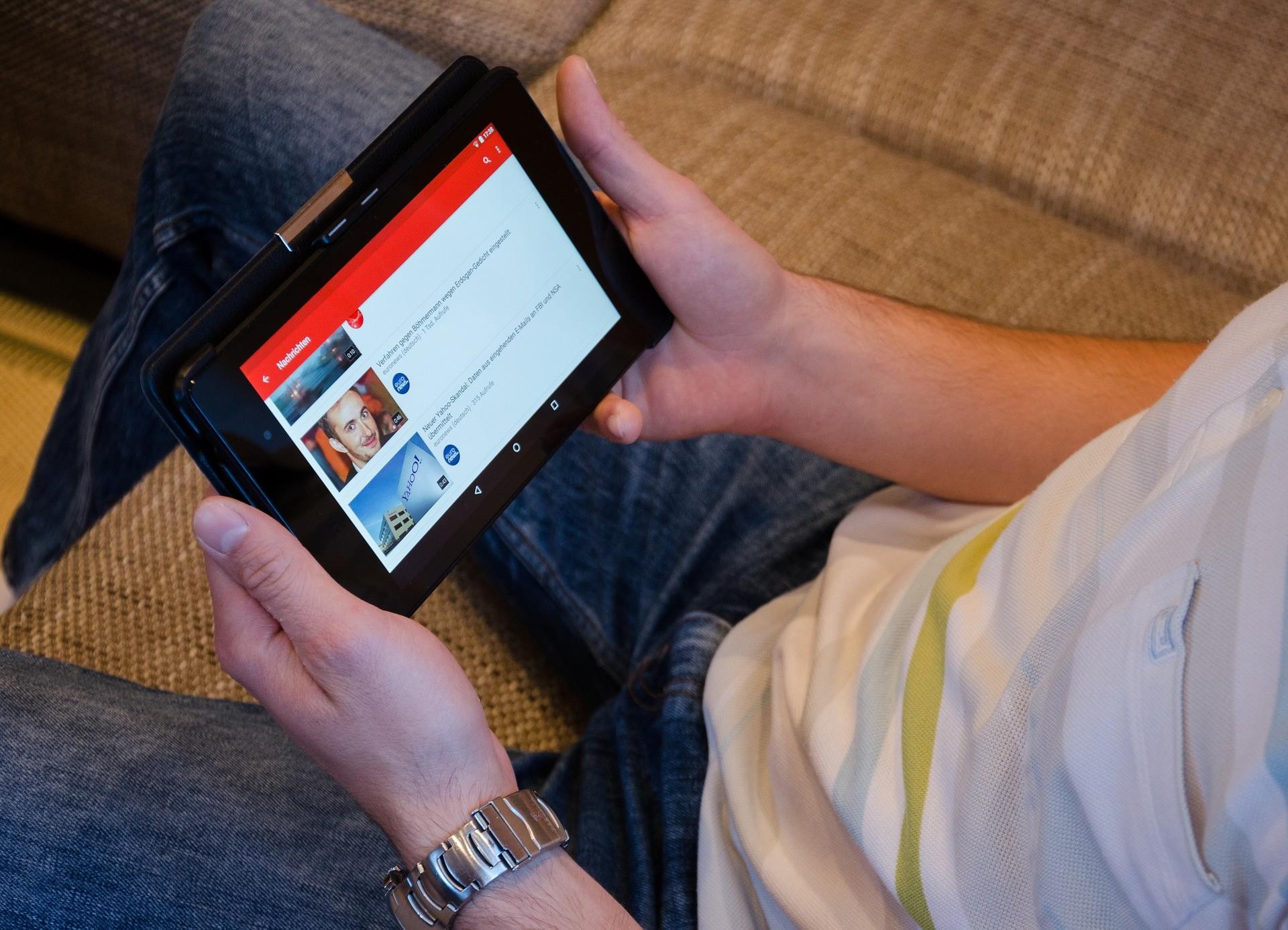 ▲ 手機,平板,Youtube,螢幕,藍光。(圖/取自免費圖庫Pixabay)
