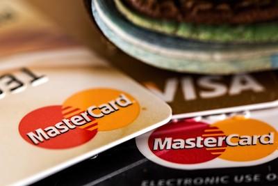 陸銀行卡放寬 Visa、萬事達卡申請沒下文