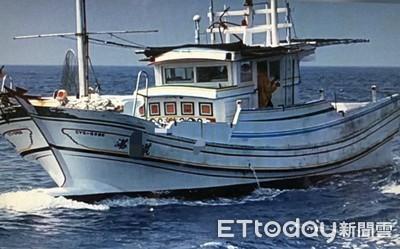漁船機械故障 兩地海巡合力戒護