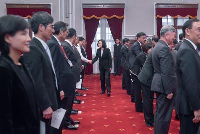 蘇貞昌率內閣在總統府內宣誓一次看