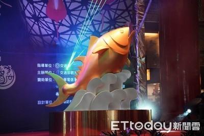 台灣燈會主燈「巨鮪來富」安座海上