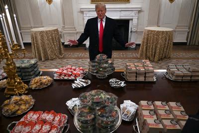 狂嗑漢堡、薯條!川普歷經健檢結果出爐