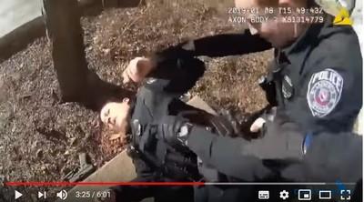 狗叫聲嚇到他亂射 女警中彈倒地
