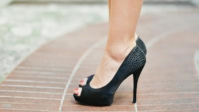 足底筋膜炎痛到哭! 沒想到速效緩解妙方竟是「穿高跟鞋」