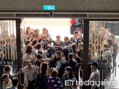 韓國瑜議會市政總質詢初體驗 先遇陳抗