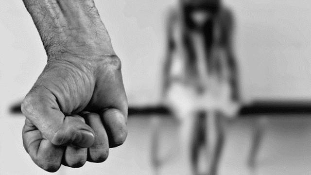 「拒絕搭訕」被打到住院!女工讀生遭4男圍毆重傷 監視器畫面曝光