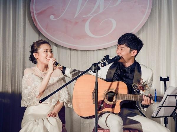 ▲馬俊麟婚禮上自彈自唱。(圖/StarCloud千云行銷)