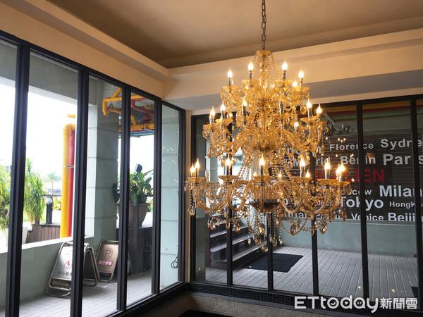▲▼酒店大廳的華麗吊燈。(圖/記者陳建竹攝)