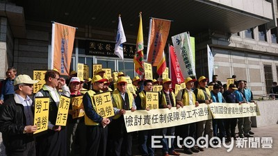 勞團抗議國發會提案鬆綁責任制