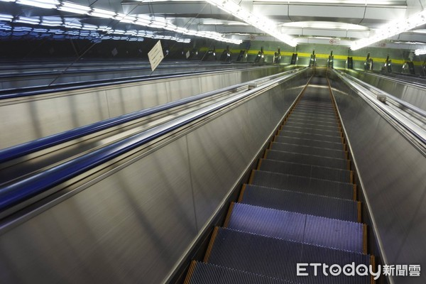 ▲捷運手扶梯,捷運電扶梯,手扶梯,電扶梯。(圖/《ETtoday新聞雲》資料照)