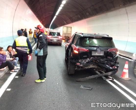 快訊/雪隧南下21.5K處「4車追撞」 12人送醫