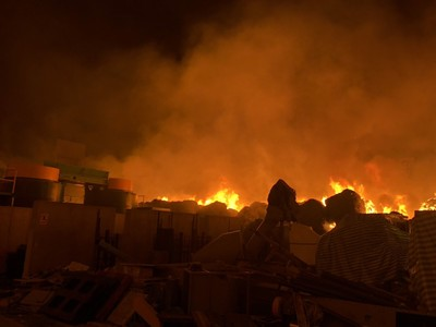 雲林斗六廢紙廠大火 1500平方米全燒毀