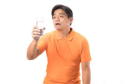只喝飲料!他吞20年來第一口水:好腥