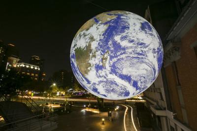 超美地球飄天空 網美打卡新地標
