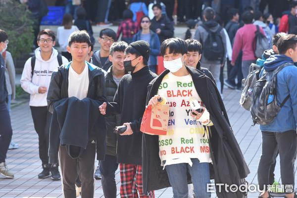 [新聞] 84%學校禁學生加穿保暖衣物 教官喝斥:要