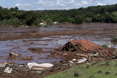 巴西礦場大壩決堤 已9死300失蹤