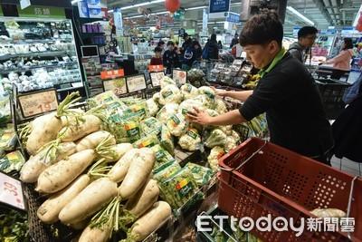米塔來襲「衝賣場補貨了」!量販、超市增備貨量湧人潮採買