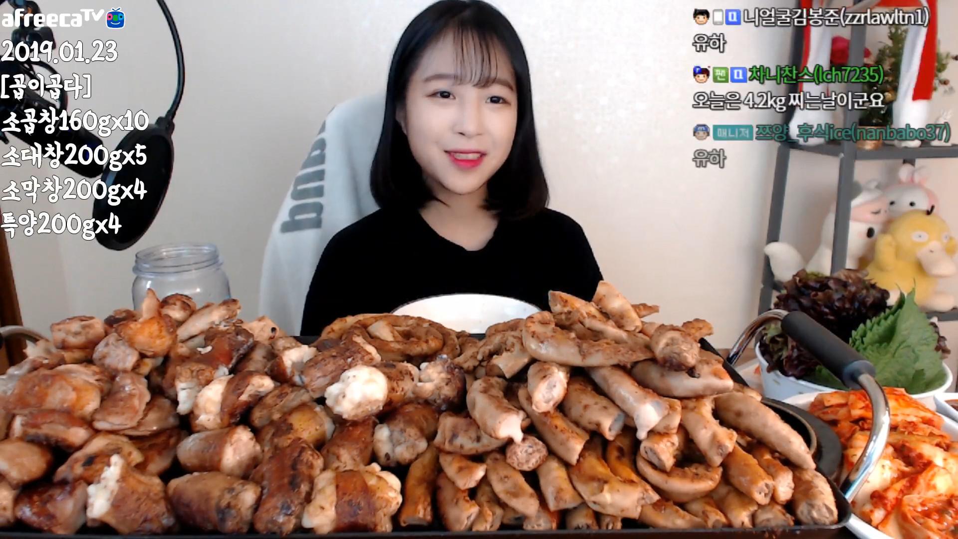 ▲▼女孩吃23人份烤腸(圖/翻攝自Youtube@tzuyang쯔양)