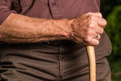 出現手抖、駝背...腦細胞已死40%!巴金森氏症有救嗎?