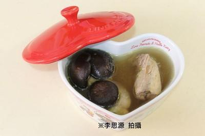天冷來碗雞湯!懶人烹調秘訣曝:「薑+香菇」抵抗力大增