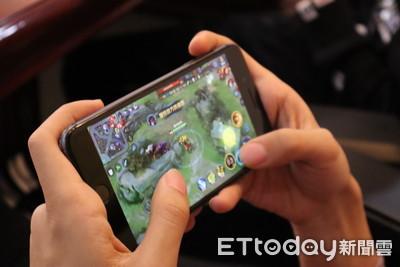 大陸新規:未成年22~8時禁玩線上遊戲