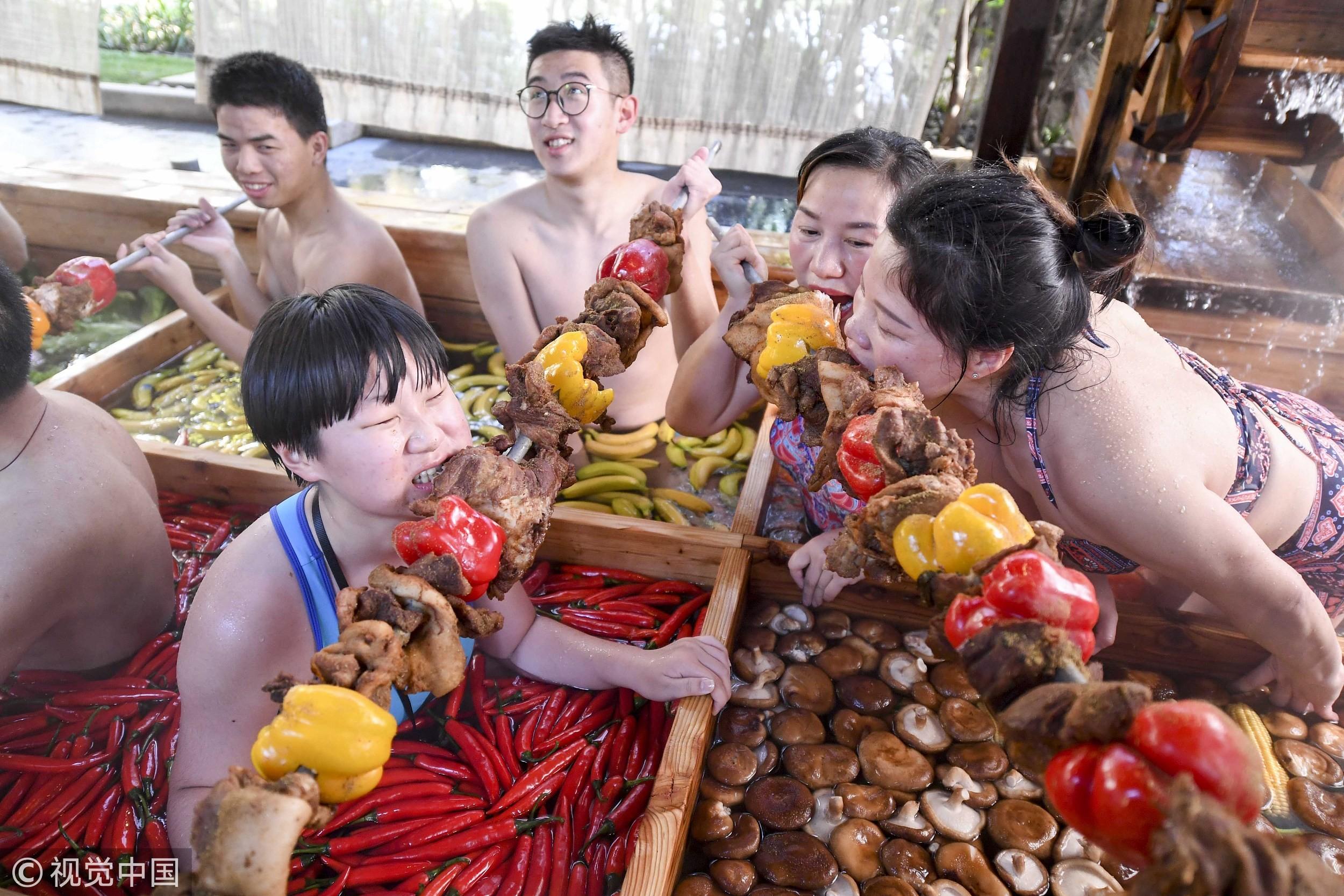 大檸檬用圖(圖/CFP/屬豬遊客泡杭州九宮格火溫泉迎接農曆豬年)