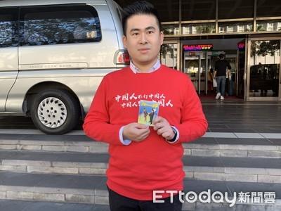 王炳忠出庭穿大紅衣「中國人不打中國人」