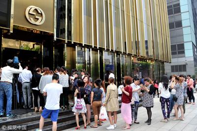 年輕人負債買名牌 彭博:背棄中國儲蓄的習慣