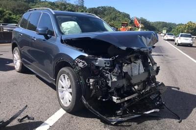 Volvo XC90救男星免遭爆頭