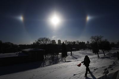 北美酷寒出現罕見幻日、霜震奇景