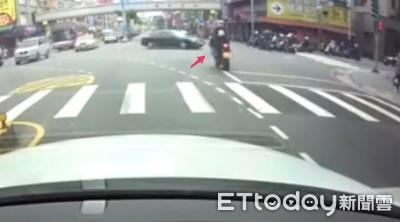 惡駕駛硬左轉 騎士撞上女伴命危