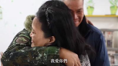 少尉除夕輪值 國軍「宅配媽媽」逼哭他
