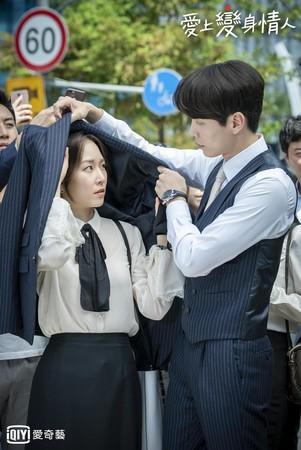 徐賢振與李民基在《我的變身情人》對戲火花滿滿。(愛奇藝台灣站提供)