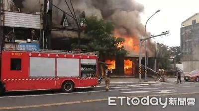 台南燒烤店傳火警 初判風管起火