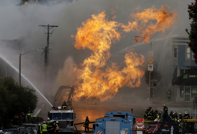 舊金山瓦斯氣爆火焰沖9公尺!