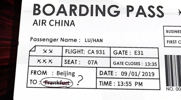 ▲鹿晗怕搭長途飛機,機場臨時反悔掉頭就走。(圖/翻攝自微博)