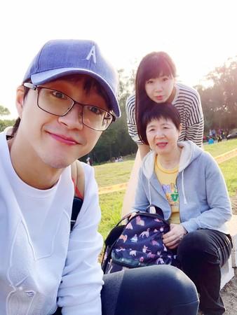 ▲江宏傑透露福原愛媽媽幾乎每年都來台灣團圓。(圖/翻攝自臉書)